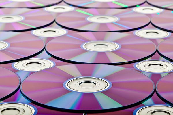 Pasa todas las peliculas de videocámara de vhs a dvd en madrid