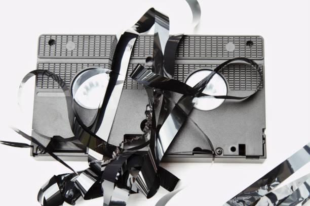 ¿Se puede recuperar una cinta VHS dañada?